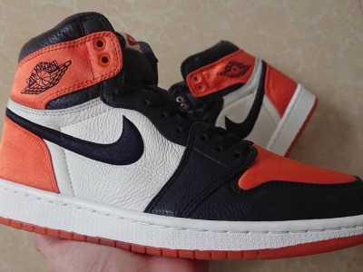 """香港黑白拼接的运动鞋 男版Air Jordan 1""""Satin""""实物鞋"""